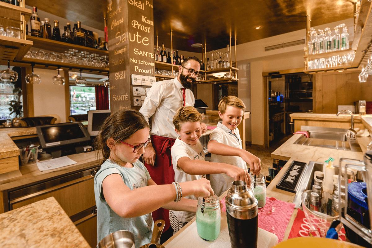 Familienurlaub-bar-hotel-salzburger-hof-zauchensee3